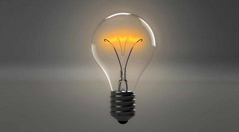El arte de pensar en peligro,Pensar-foco-luz-ideas-lightbulbpixabayqimono
