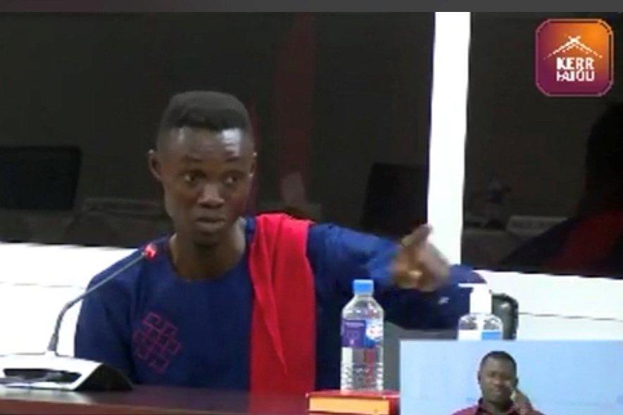 Unique survivant du massacre, Martin Kyere témoigne devant la Commission vérité, réconciliation et réparations à Banjul, en mars 2021. Crédit : Kerr Fatou via HRW