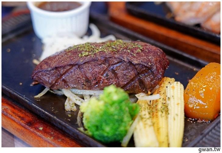 20201110144718 63 - 熱血採訪|台中霸氣牛排館,排餐最低290元起,滿滿牛肉塊羅宋湯免費喝到飽!