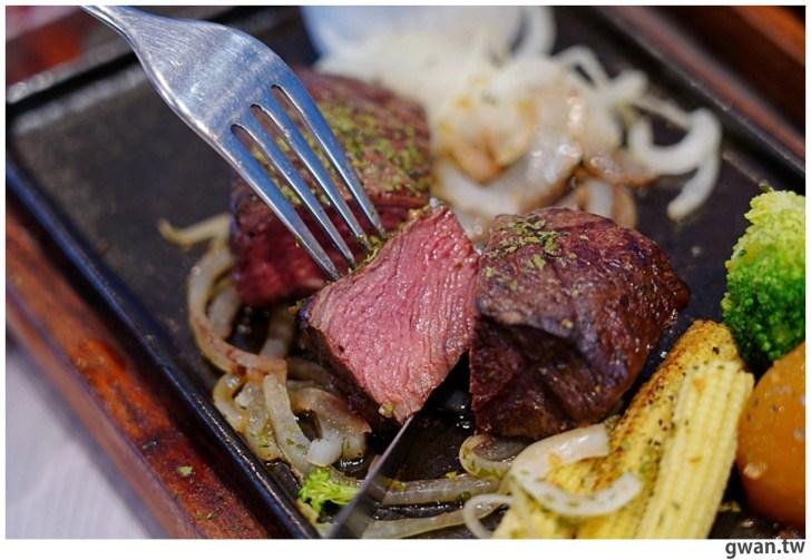 20201110144721 75 - 熱血採訪|台中霸氣牛排館,排餐最低290元起,滿滿牛肉塊羅宋湯免費喝到飽!