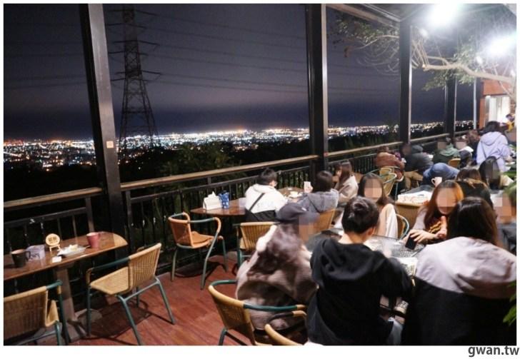 20210116212238 82 - 台中少見的夜景桌遊咖啡廳,不限時、營業到凌晨3點,夜景+桌遊一次get!