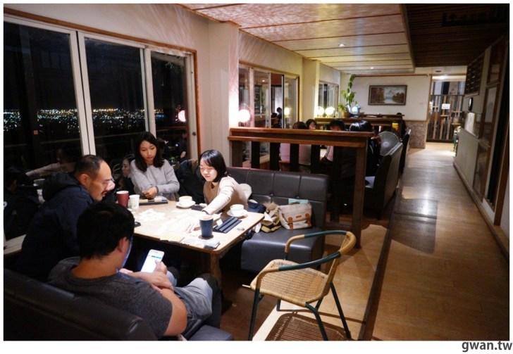 20210116212246 50 - 台中少見的夜景桌遊咖啡廳,不限時、營業到凌晨3點,夜景+桌遊一次get!