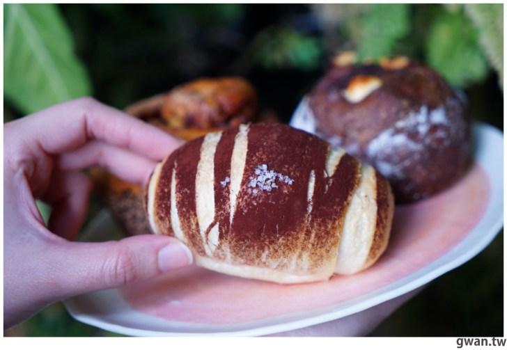 20210117184142 82 - 台中超隱密的麵包店,還沒營業排到大門口!晚來只能撿麵包屑~