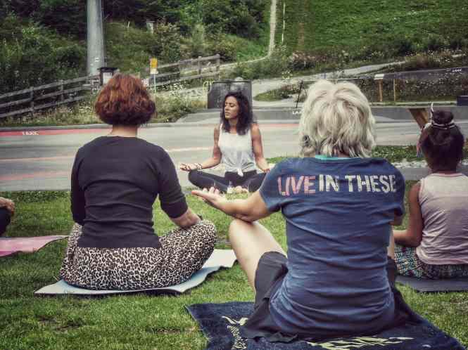 #VOCKSDiary LAAX Vintage Days 2019 Suzanna Vock Curator Yoga lola studio