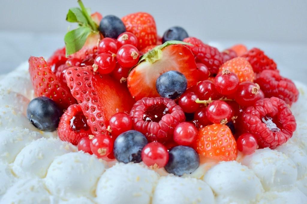 Pavlova Kokos Rood Fruit - Gwenn's Bakery