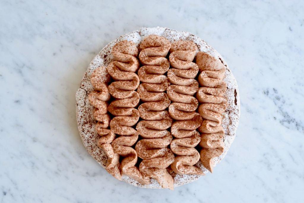 Dacquoise met banaan en chocolade - Gwenn's Bakery