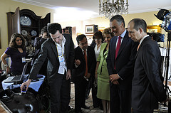 Portugal's President Aníbal Cavaco Silva watches Second Life, being shown by Halden Beaumont, after his life transmission of the presidential address on June 09, 2009. Picture courtesy of CCV.