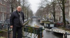 Henry op de Kees de Jongenbrug in de Jordaan in Amsterdam.