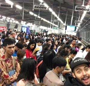 queue to skytrain