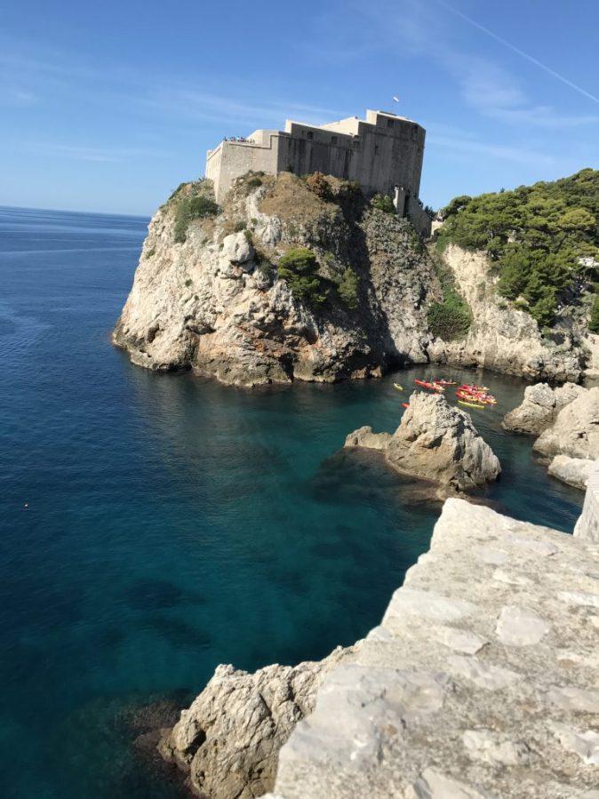 klippor, hav och kanoter