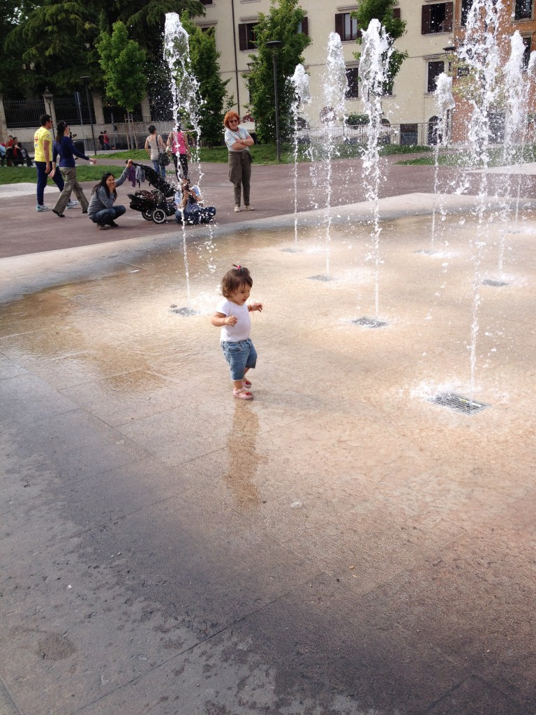 barn i springvatten