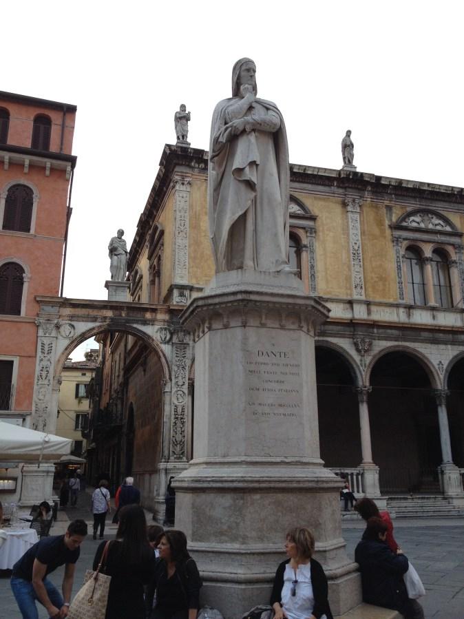 statue of Dante