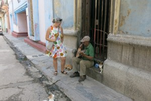 gyllintours playing maracas in the street
