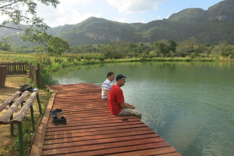 pausar vid sjön