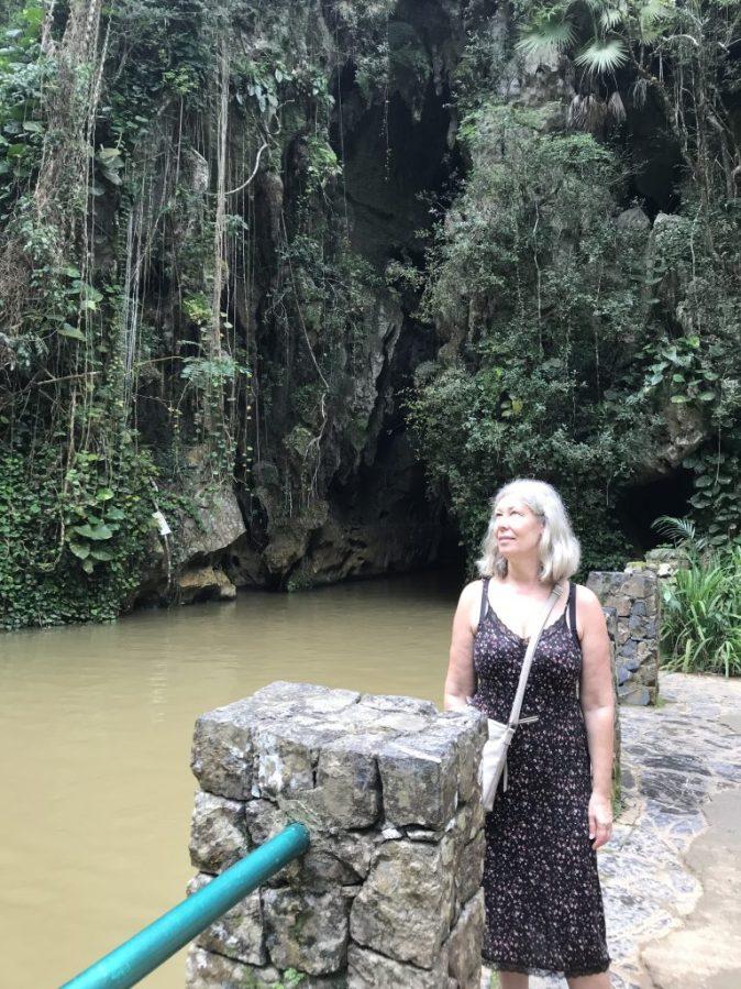 utanför grottan