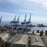 Gatukonst och graffiti i hamnstaden Valparaiso