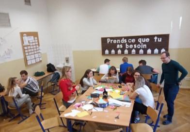 Kde najdete hromadu stánků s jídlem, maratony psaní dopisů nebo workshopy na výrobu mýdel? Jedině na Gymnáziu Rumburk!