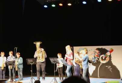 06 die Bläserklasse spielt den Mickymouse March