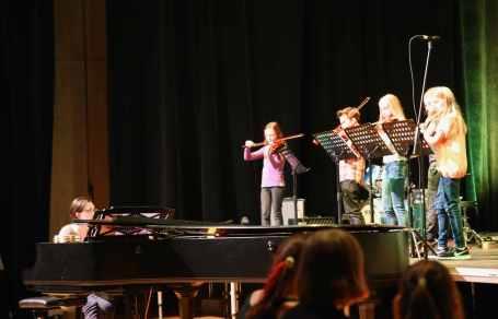 15 das Orchester mit der Feuerwerksmusik von Händel