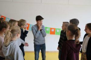 Spielerisch Respekt lernen am neuen Gymnasium Ismaning! Ein Projekt von Jugendsozialarbeit und Lehrern für eine 6. Klasse.