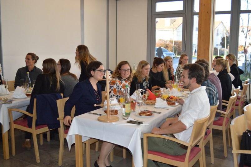 Lehrkräfte und Baugewerke genießen das gute Essen