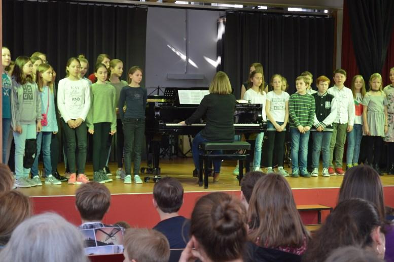 Chor der 5. und 6. Klassen (Fr. Geyer)