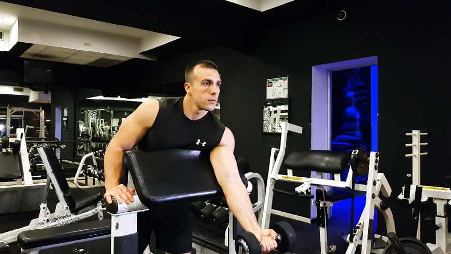 Read more about the article One Arm Dumbbell Preacher Curl