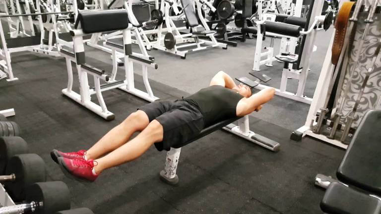 Flat Bench Leg Raise