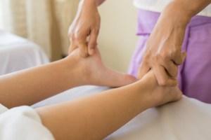 massaggio piede polpaccio