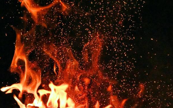 Τα ετερώνυμα έλκονται, αλλά και όμορφα καίγονται μωρό μου