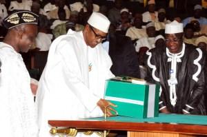 Buhari Presents 2017 Budget 05