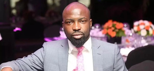 Audu Maikori collapses at Muson Center while taking selfie