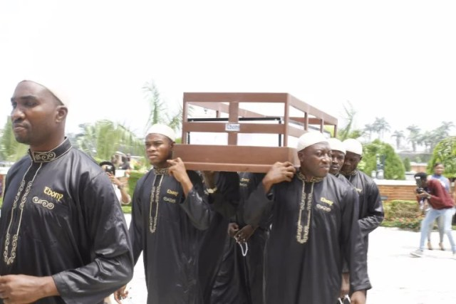 Moji Olaiya was buried Lagos 01