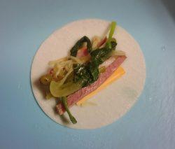 餃子の皮・スライスチーズ・合鴨ロース・野菜