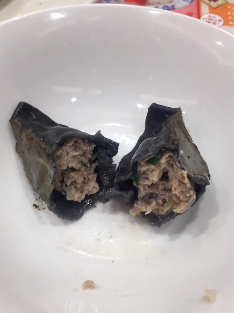 粗挽き肉の黒餃子 中身