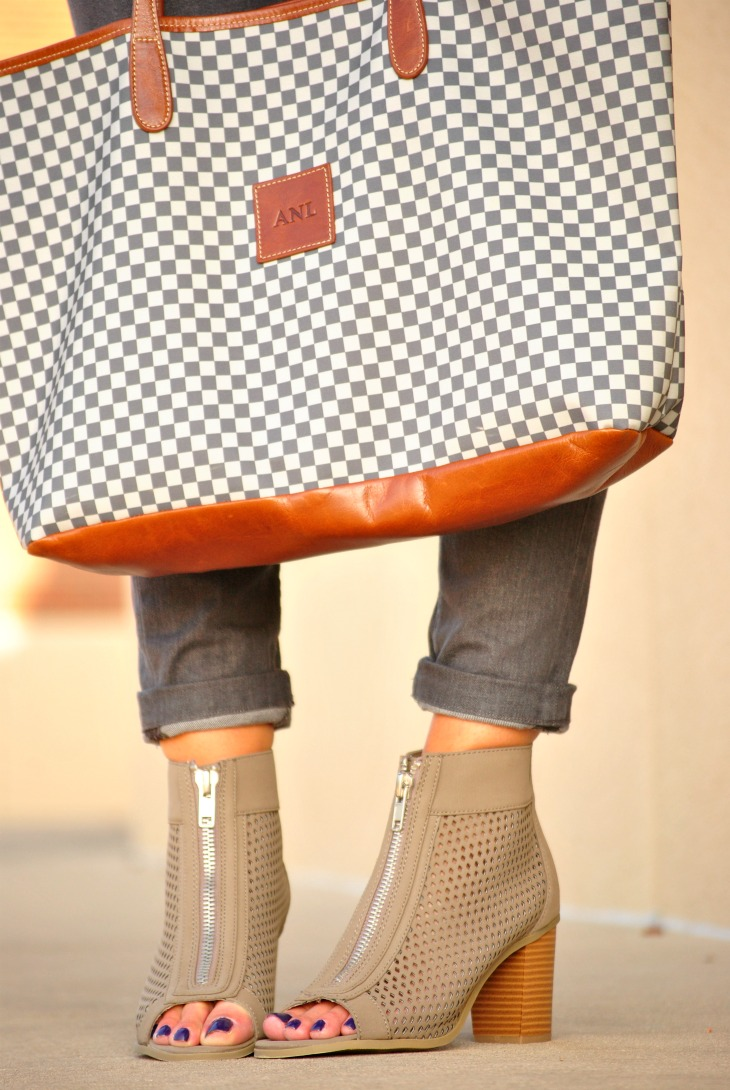 gray-jeans-ankle-boots-outfit