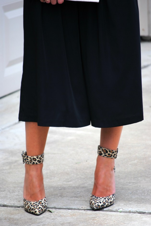 culottes-black-leopard-heels
