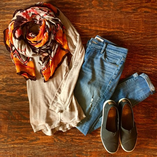 boyfriend-jeans-tunic-printed-scarf-fall-outfit