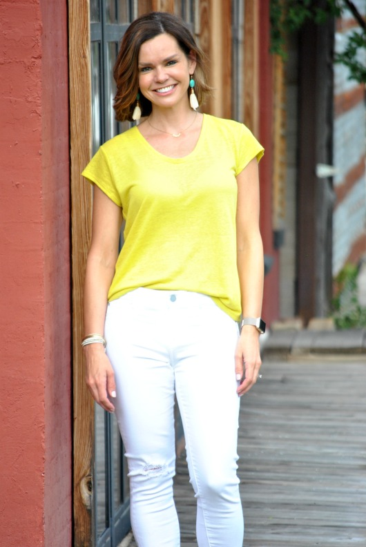 yellow-tee-white-jeans