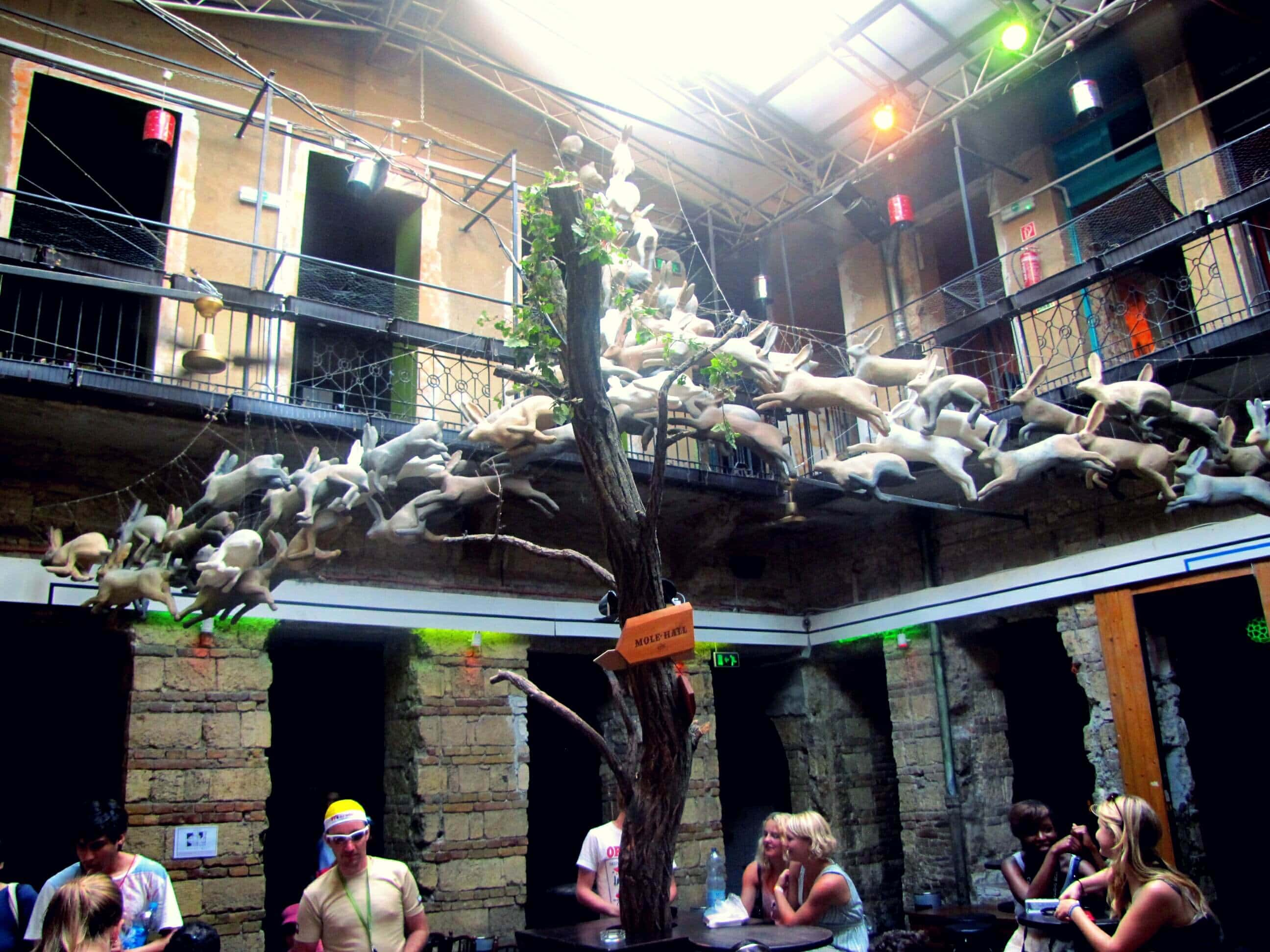 Gypsycoupe - Budapest Guide - Inside a Ruin Pub in Budapest