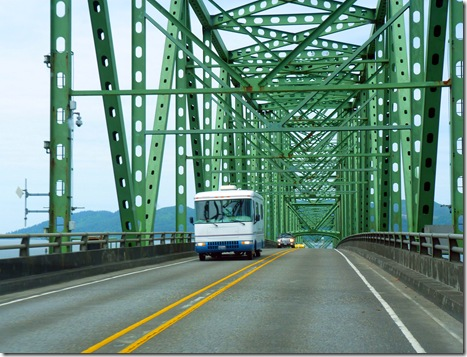 Motorhome on Astoria bridge