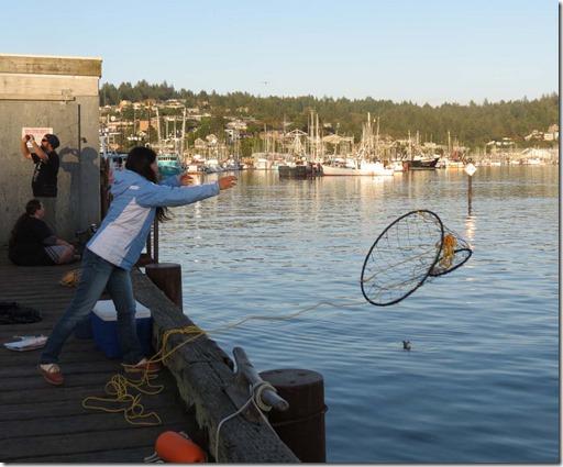 Crab net toss