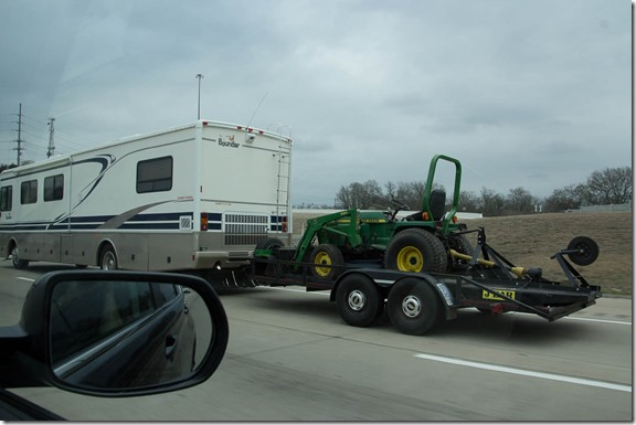 RV towing tractor (1)