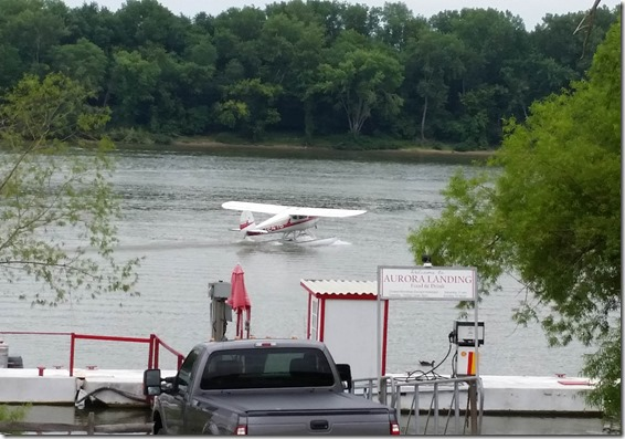 Float plane taxi