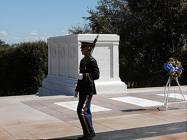 arlingtontombguards7[1]