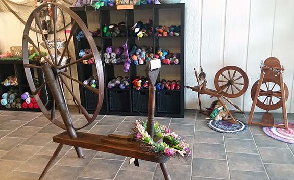 Spinning wheels small