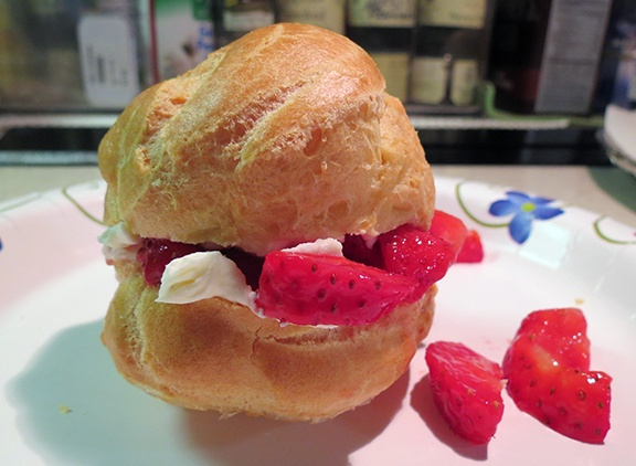 Stuffed cream puff small