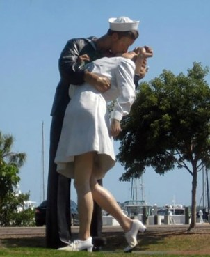 Kissing Statue Sarasota