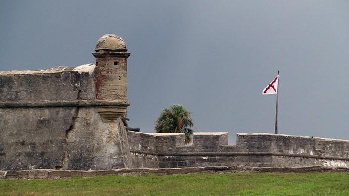 castillo-wall