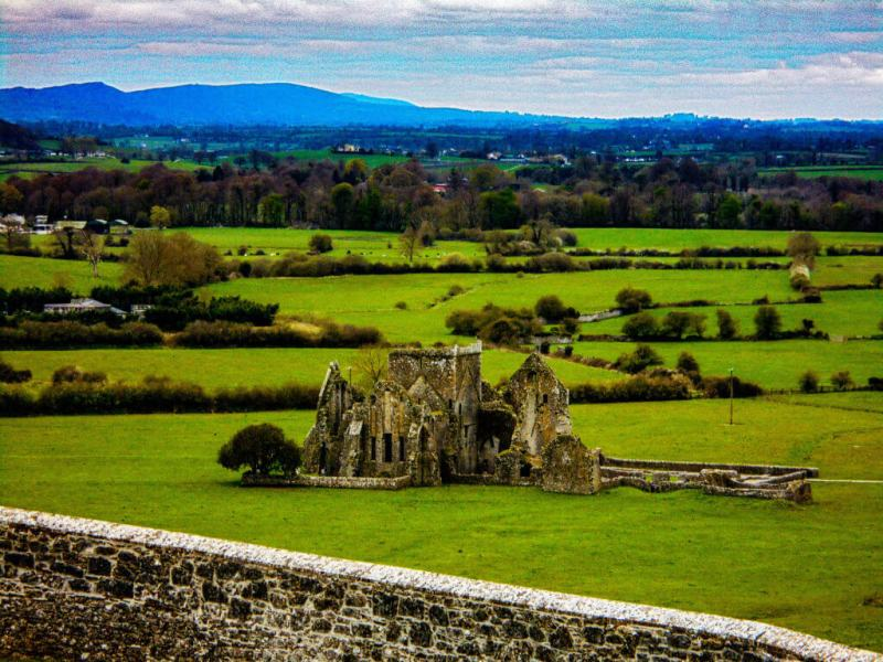 Ruins near the Rock of Cashel, in Ireland, not Skellig Ring.